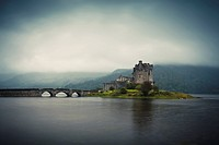 Eilean Donan Castle in the evening, Highlands, Scotland, United Kingdom, Europe