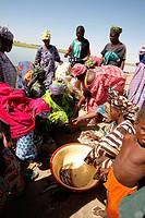 fishing market in Skoriomè port on Niger river, Mali ...