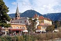 Blick auf die Altstadt von Meran in Südtirol / View of Merano in South Tyrol _ Italy
