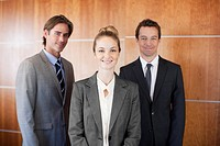 Portrait of smiling business people (thumbnail)