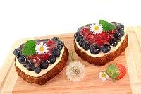 heart_shaped wild berry tarts with berries, lemon balm and Daisy