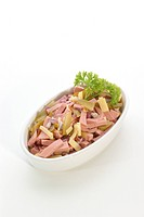 Wurstsalat mit Kaese und Gewürzgurke