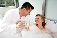 Mature couple having fun in the bathtub (thumbnail)