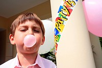 Boy doing bubble with gum (thumbnail)