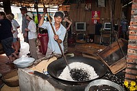 Vietnamese man making rice popcorn, Cuu Long, Cai Be, Mekong Delta, Vietnam