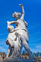 USA, North Carolina, Asheville, Biltmore Estate, Statue of dancing woman and boy