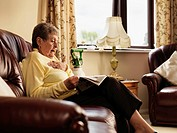 Older woman with oxygen reading