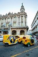 Coco taxis, Centro Gallego, Centro Havana, La Havana, Cuba.