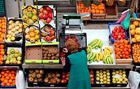 Der Fruechte und Gemuesemarkt in der Markthalle Mercado dd Ribeira in der Innenstadt der Hauptstadt Lissabon in Portugal.