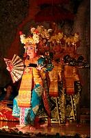 Eine traditionelle Tanz Vorfuehrung in der Kulturstadt Ubud auf der Insel Bali, Indonesien.