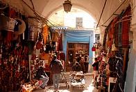 Afrika, Nordafrika, Tunesien, Tunis Eine Gasse in der Medina mit dem Markt oder Souq in der Altstadt der Tunesischen Hauptstadt Tunis.