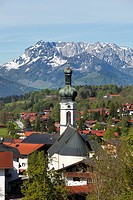 Reit im Winkl with the parish church of St. Pankratius, St. Pancras, Mt Zahmer Kaiser in Tyrol, Chiemgau region, Upper Bavaria, Bavaria, Germany, Euro...