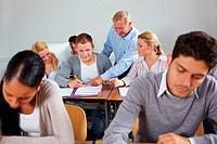 Studenten lernen gemeinsames im Seminar einer Universität