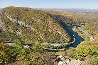 OVERLOOK FALL FOLIAGE MOUNT MINSI FROM MOUNT TAMMANY TRAIL APPALACHIAN TRAIL DELAWARE WATER GAP NEW JERSEY USA