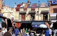 Der Souq in der Medina oder Altstadt in Marrakesch in Marokko in Nordafrika. Urs Flueeler