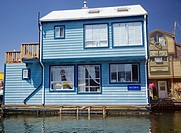 A house boat in Victoria´s inner harbour