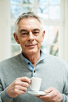 Germany, Berlin, Senior man with coffee cup, portrait (thumbnail)