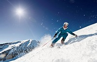 Austria, Salzburg, Young man skiing on mountain (thumbnail)