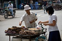 Street vendor, Chinese district of Cholon in Saigon, Ho Chi Minh City, Vietnam, Southeast Asia, Asia
