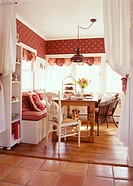 Bright breakfast room