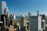 USA, Illinois, Chicago, View looking southeast from roof of Marina City´s east tower. Aon Center at far left. 35 East Wacker Drive at center. Unitrin ...