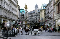 Austria, Vienna, People and horse carriage on Graben street