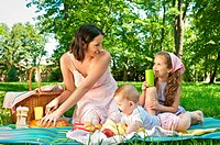 Picnic _ mother with children