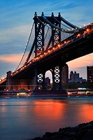 USA, New York, Manhattan Bridge at dusk, view from Brooklyn, East River and Manhattan Skyline