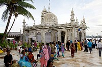 the inner courtyard of the haji ali´s mosque and tomb in worli district  mumbay  maharashtra  india  asia