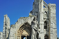 Statue and ruins of the Abbey of Saint_Bertin, a Benedictine abbey in Sint_Omaars / Saint_Omer, Nord_Pas_de_Calais, France