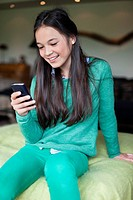 Girl using mobile phone (thumbnail)
