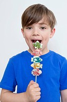 Boy eating candies (thumbnail)