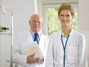 Male and female doctor in doctor´s office