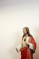 Figurine of Jesus with a missing hand (thumbnail)