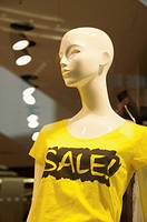 Mannequin advertising a sale