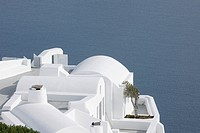 Greece, Whitewashed house with sea in background at Oia