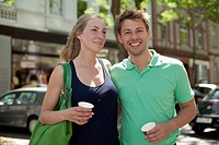 Germany, North Rhine Westphalia, Duesseldorf, Couple with coffee cup, smiling