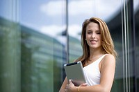 Europe, Germany, North Rhine Westphalia, Duesseldorf, Young student with digital tablet, smiling (thumbnail)