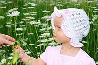 Portrait eines kleinen Mädchens mit Hut
