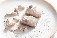 pork tenderloin with mushrooms and creamy sauce