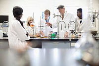 College students working in science lab (thumbnail)