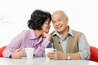 Senior couple enjoying coffee (thumbnail)