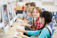 Elementary students in computer lab (thumbnail)
