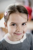 Portrait of happy young girl 6-7 (thumbnail)