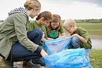 Elementary students picking up garbage in the park (thumbnail)