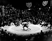 giappone, tokyo, combattimento tra lottatori di sumo, 1973