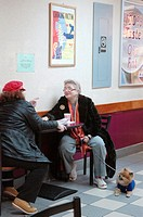 New York City, ladies chatting at a Dunkin&#8217; Donuts caf&#233; in Jackson Heights, Queens
