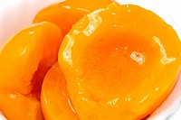 Peach halves in light syrup