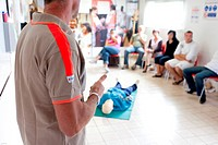 First aid training courses given by the French Red Cross.