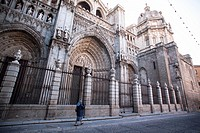 Nun passing in front of the Cathedral of Saint Mary of Toledo
